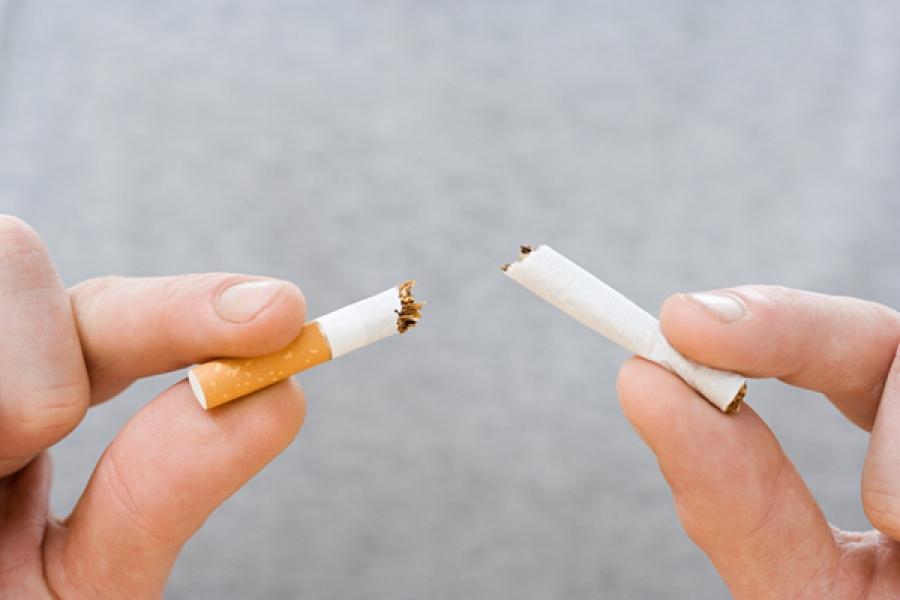 Het-Roken-is-slechte-gewoonte-voor-tanden-stoppen-advies-tandartspraktijk-Darwinkliniek-Zoetermeer