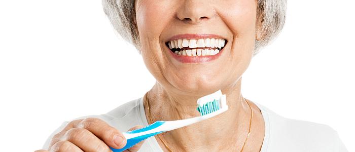 Ouderen-gaan-te-weinig-naar-de-tandarts-gebitscontrole-tandartsbezoek-bij-tandartspraktijk-Darwin-Kliniek-Zoetermeer-mondzorg-senioren