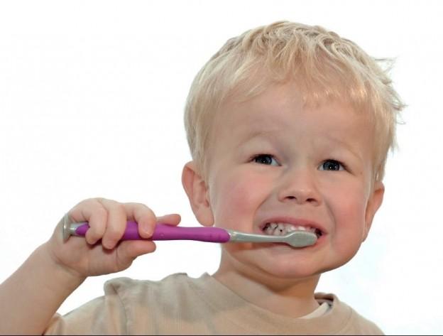 Slecht-melkgebit-verzorgin-melkgebit-verbeteren-door-Darwinkliniek-tandenpoetsen