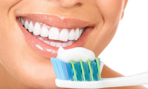 Tanden-poetsen-2-keer-per-dag-voor-2-minuten-10-tips-voor-tanden-poetsen-van-tandartspraktijk-Darwinkliniek-tandarts-Zoetermeer