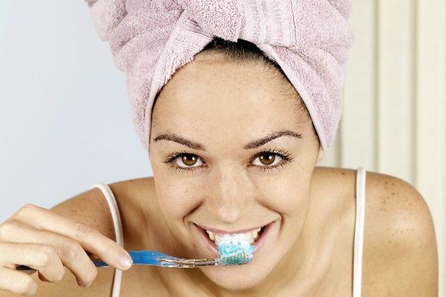 Tips-voor-een-frisse-adem-van-tandartspraktijk-Darwinkliniek-Zoetermeer-twee-keer-per-dag-goed-tandenpoetsen